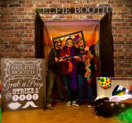 Where to find SELFIE PHOTO BOOTH in St. Louis